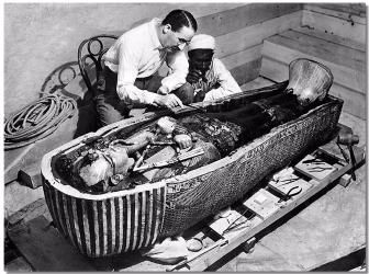Howard Carter Opens the Innermost Shrine. Photo by The New York Times in 1923 (Wikimedia)