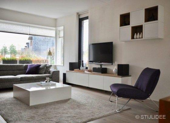 Binnenkijken in een woonkamer met eethoek in moderne design