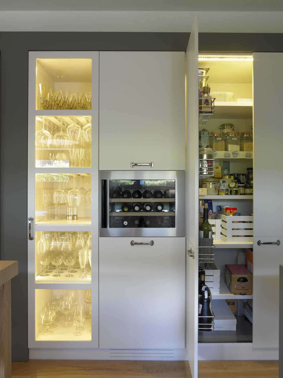 Una cocina modera y actual de 21 metros cuadrados de for Cocina 9 metros cuadrados