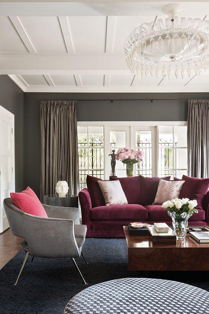 Decoração de living com sofá cor Marsala. #Marsala #PantoneColoroftheYear