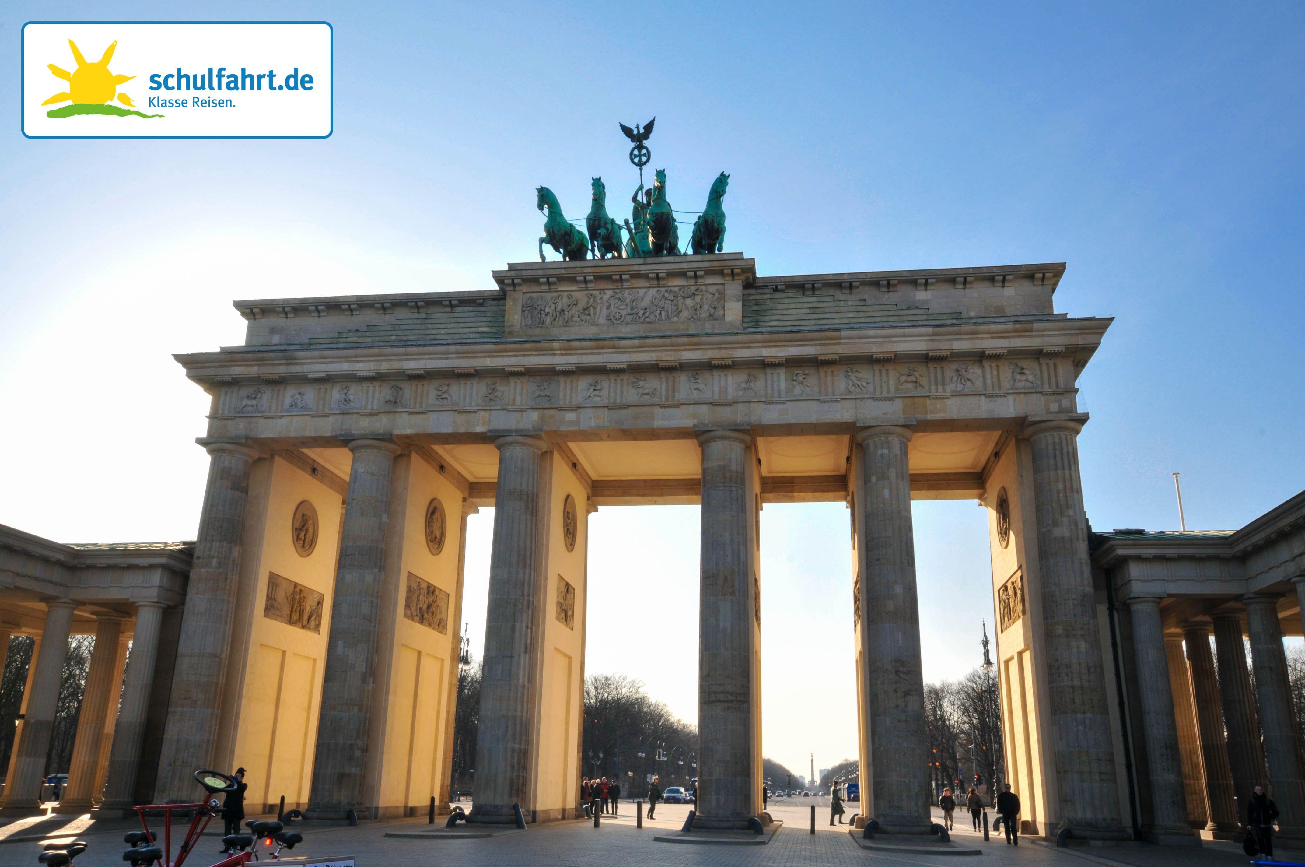 Das Brandenburger Tor In Den Nachmittagsstunden Www Schulfahrt De Berlin Klassenfahrt Schulfahrt Mit Bildern Schulfahrt Klassenfahrt Reisen