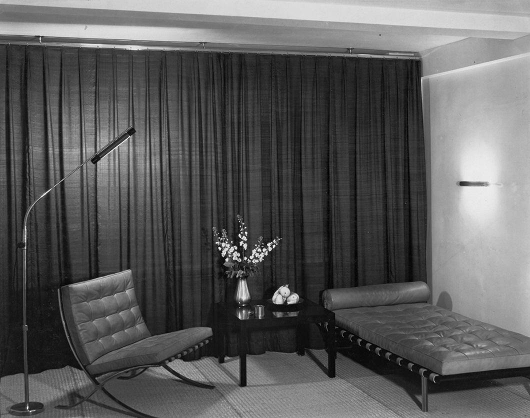 Design Deconstructed The Barcelona Chair Bauhaus Interior Furniture Design Bauhaus Design