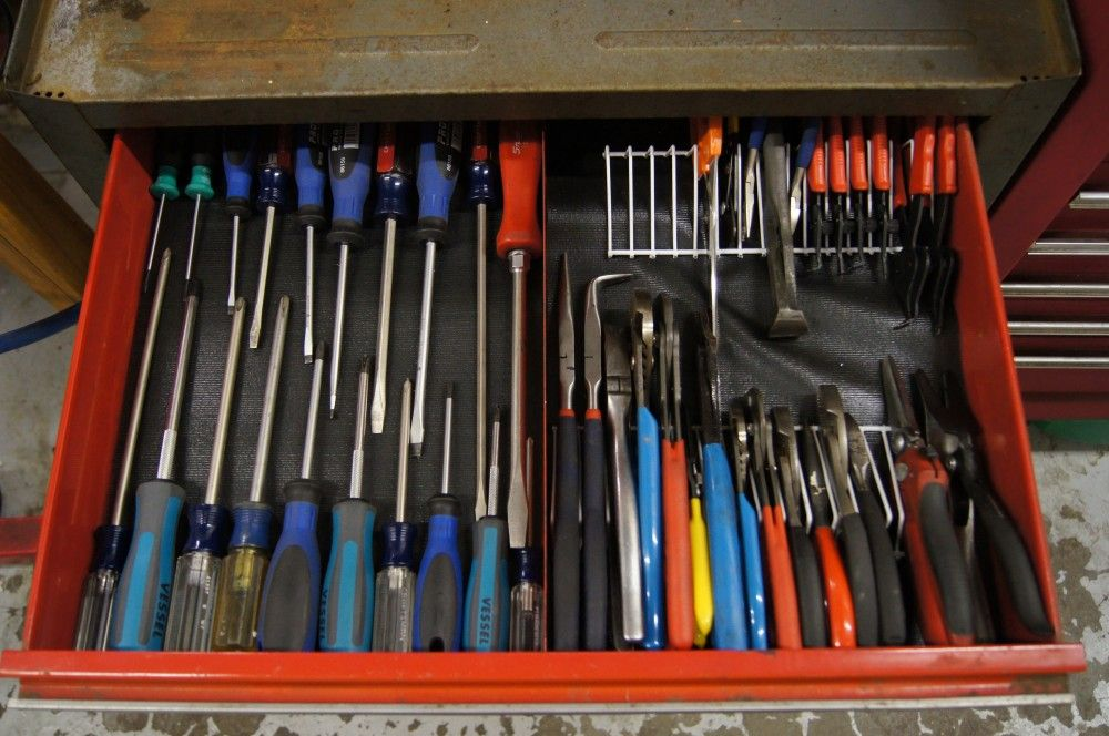 Nicely Organized Toolbox I Love The Idea Of Using A Section Of Wire Shelf To Organize Tool Box Organization Garage Tool Organization Garage Organization Diy
