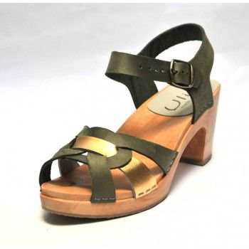 Épinglé sur Sabots et sandales suédoises