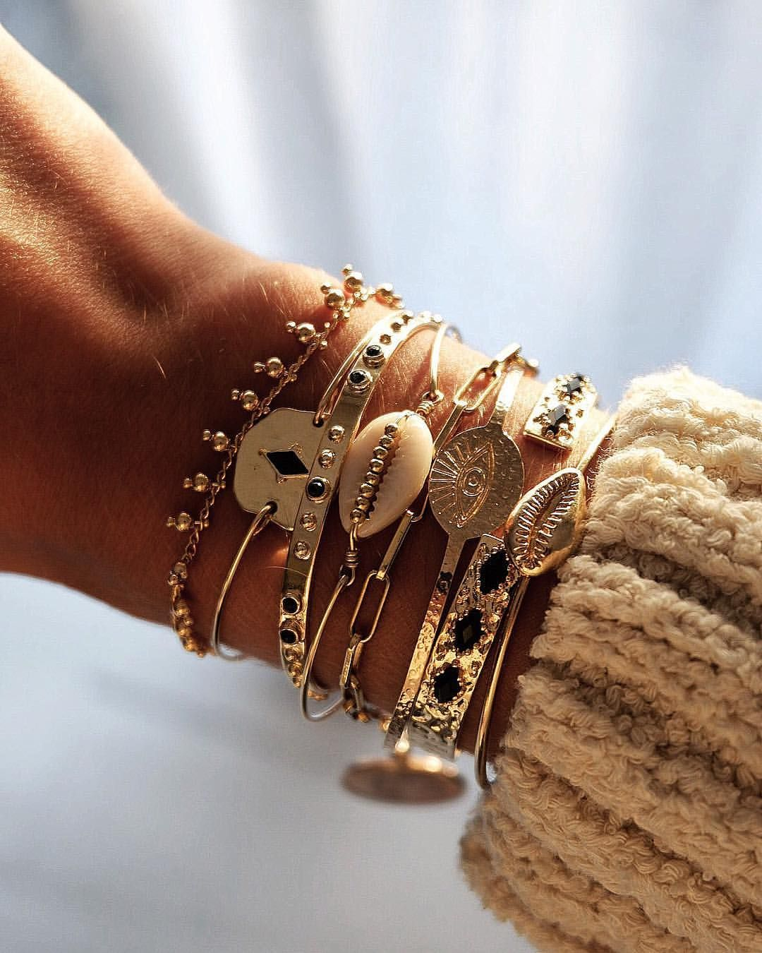 BRACELETS • Sunset ???? Bracelets dispo sur www.tha-maka.com #photooftheday #love #bijoux #bracelets #jewelry #bijou #jewels #bracelet #ootd #fall #thamaka #ootd