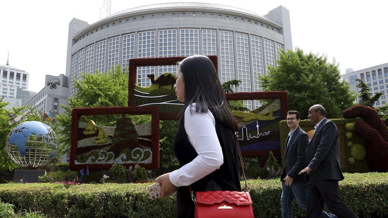 china revokes 3 wall street journal reporters credentials on wallstreetjournal id=27871