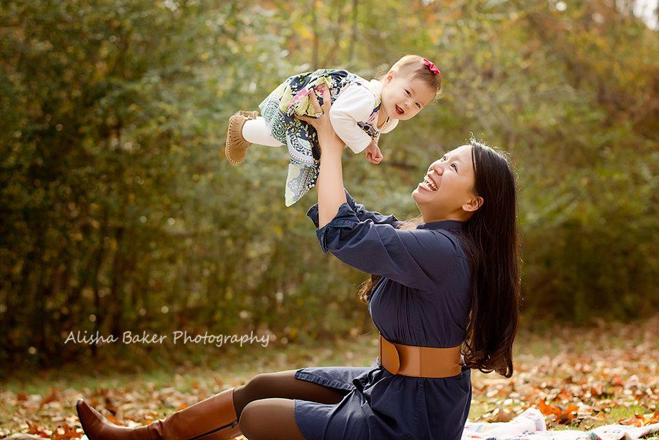 cute mom/baby pose. Alisha Baker Photography.