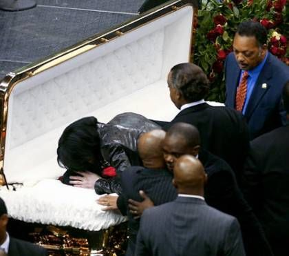 The Most Memorable Celebrity Funerals | Funeral, Famous people and ...