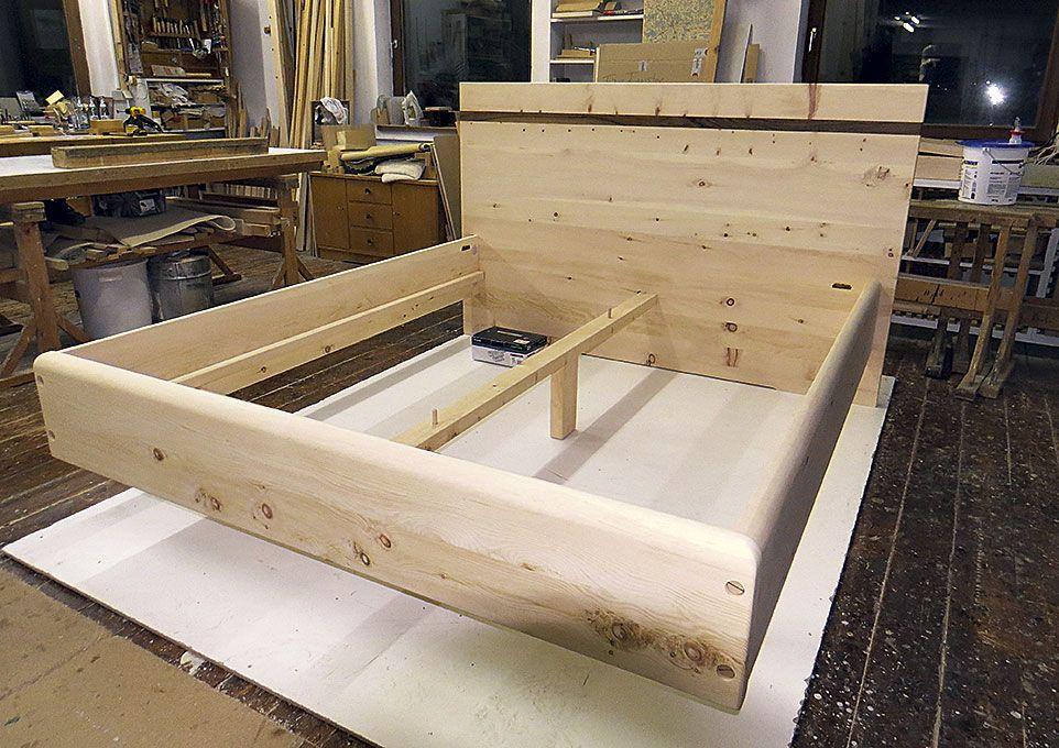 Handgefertigtes Massivholz Bett Schwebend Zirbenholz Schlafzimmer