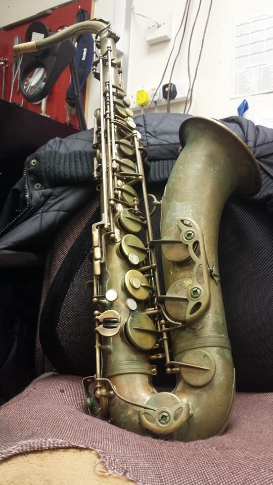 Last week we saw this gorgeous 1957 Selmer MKVI Tenor for a strip down and  service, this is one of the most 'vintage' looking instruments we've ever  seen!