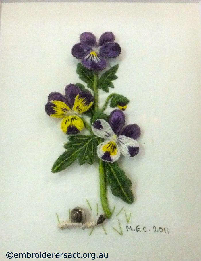 Viola-Tricolor-Stumpwork-stitched-by-Margaret-Cooper.jpg (700×910)