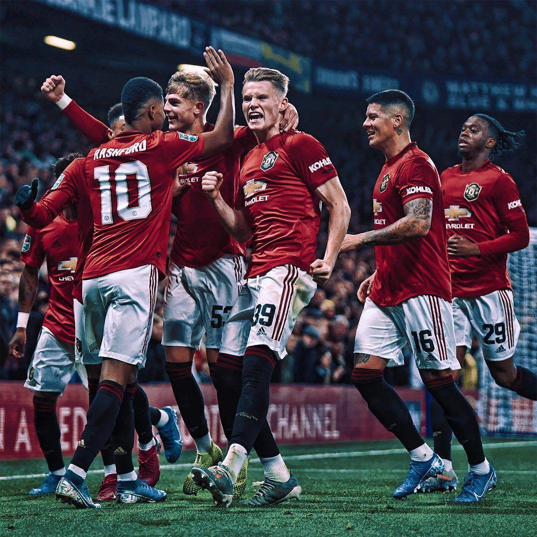 Follow Manutd Hqs Manchester United Team Manchester United Wallpaper Manchester United Old Trafford