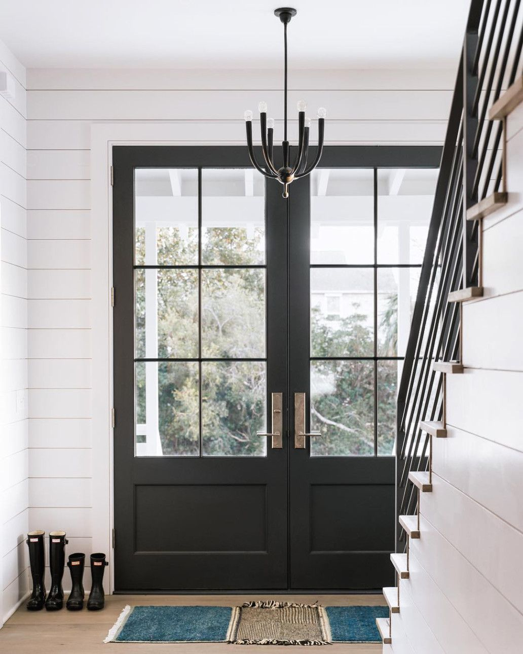 black-double-farmhouse-doors-farmhouse #doublefrontentrydoors