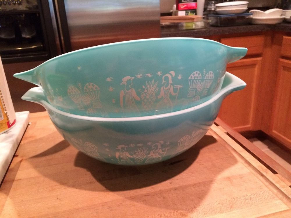 TWO TURQUOISE PYREX 4 Qt AMISH BUTTERPRINT CINDERELLA  MIXING NESTING BOWL #444 #PYREX