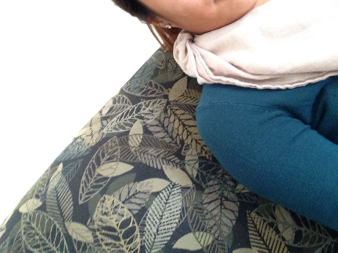 Autum. Design. Interior. Couch. Leaves. Blue/green.