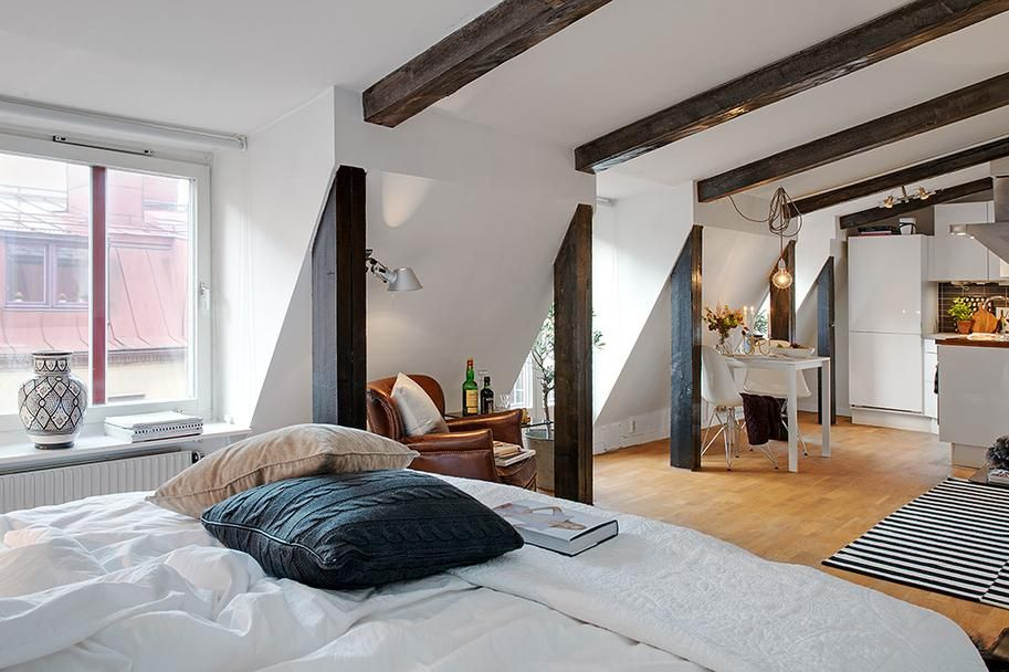 Hangulatos kis tetőtéri lakás egyetlen szobával - Lakberendezés ...
