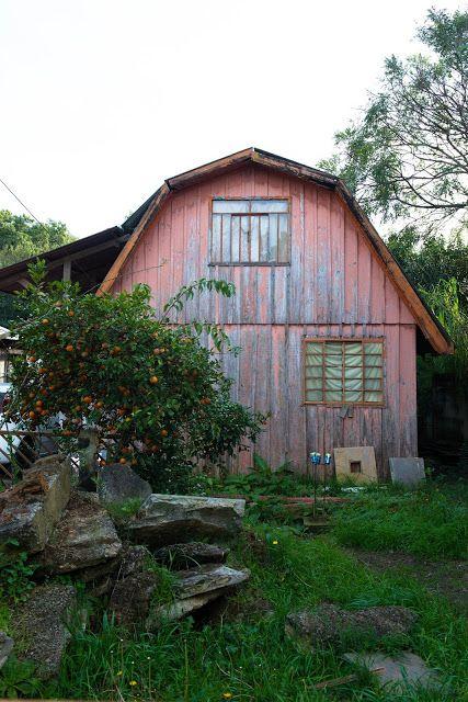 Circulando por Curitiba: Casa de madeira salmão