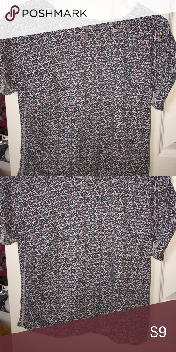 Aéropostale Graphic Tee This cuffed graphic tee is from Aéropostale, size Small, and includes the colors: blue, white, and orange. Comes from a smoke free home, no rips or tears, not stretched out, no pilling. WORN BEFORE BUT IN GREAT CONDITION Aeropostale Tops Tees - Short Sleeve