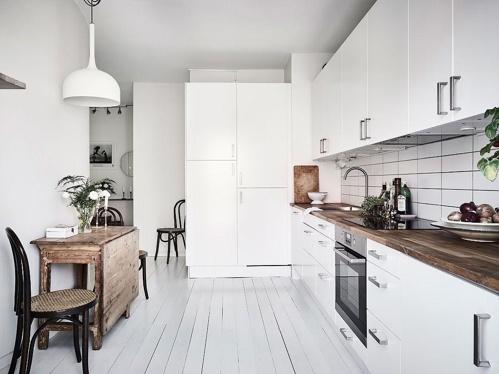 Condominium, Upper Djupedalsgatan 11A in Gothenburg - Entrance Fastighetsmäkleri