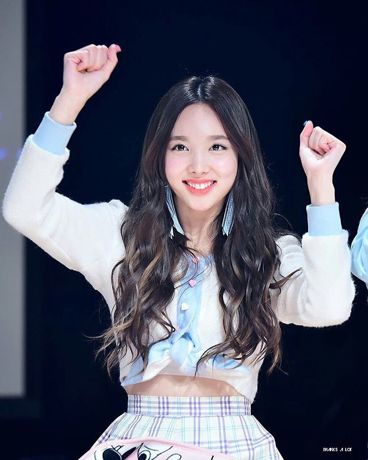 Want To See Your Smile More Often Don T Listen Haters So Many People Love You I Love Her Bunny Teeth So Much So Cute Pretty Girl Cute Tooth Nayeon Beauty