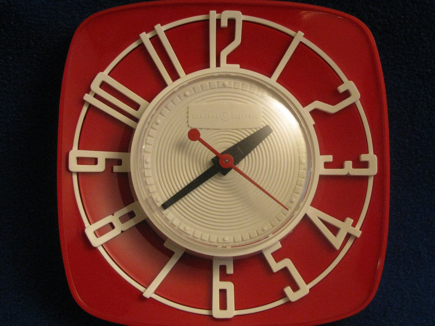 1950s Mint Red General Electric Topper Red 2h44 Electric Wall Clock With White Dials Clock Vintage Kitchen Decor Kitchen Design Decor