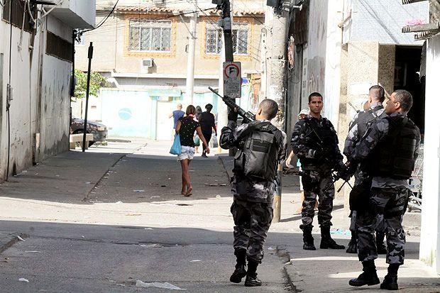 PM ocupa Cidade de Deus, no Rio, neste domingo; operação ocorre após queda de helicóptero na região