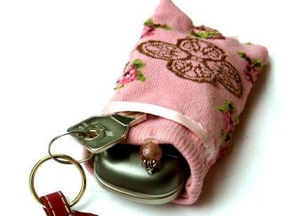 Aprenda como fazer um porta-chaves de meia passo a passo para também ganhar um dinheiro extra ou pre
