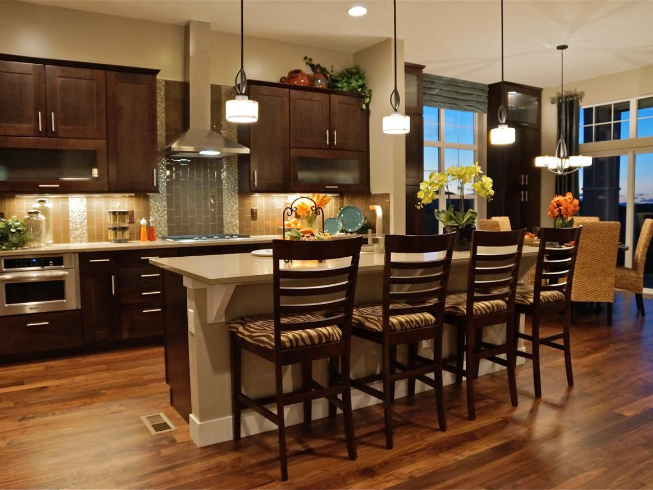 Custom Kitchen Islands Pictures Ideas Tips From Hgtv: Kitchen Island Bar Stools: Pictures, Ideas & Tips From