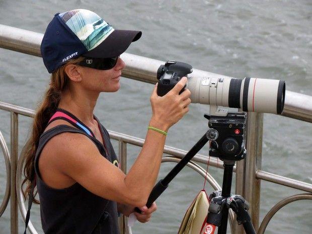 Fotógrafa é agredida em assalto e tem prejuízo de R$ 10 mil