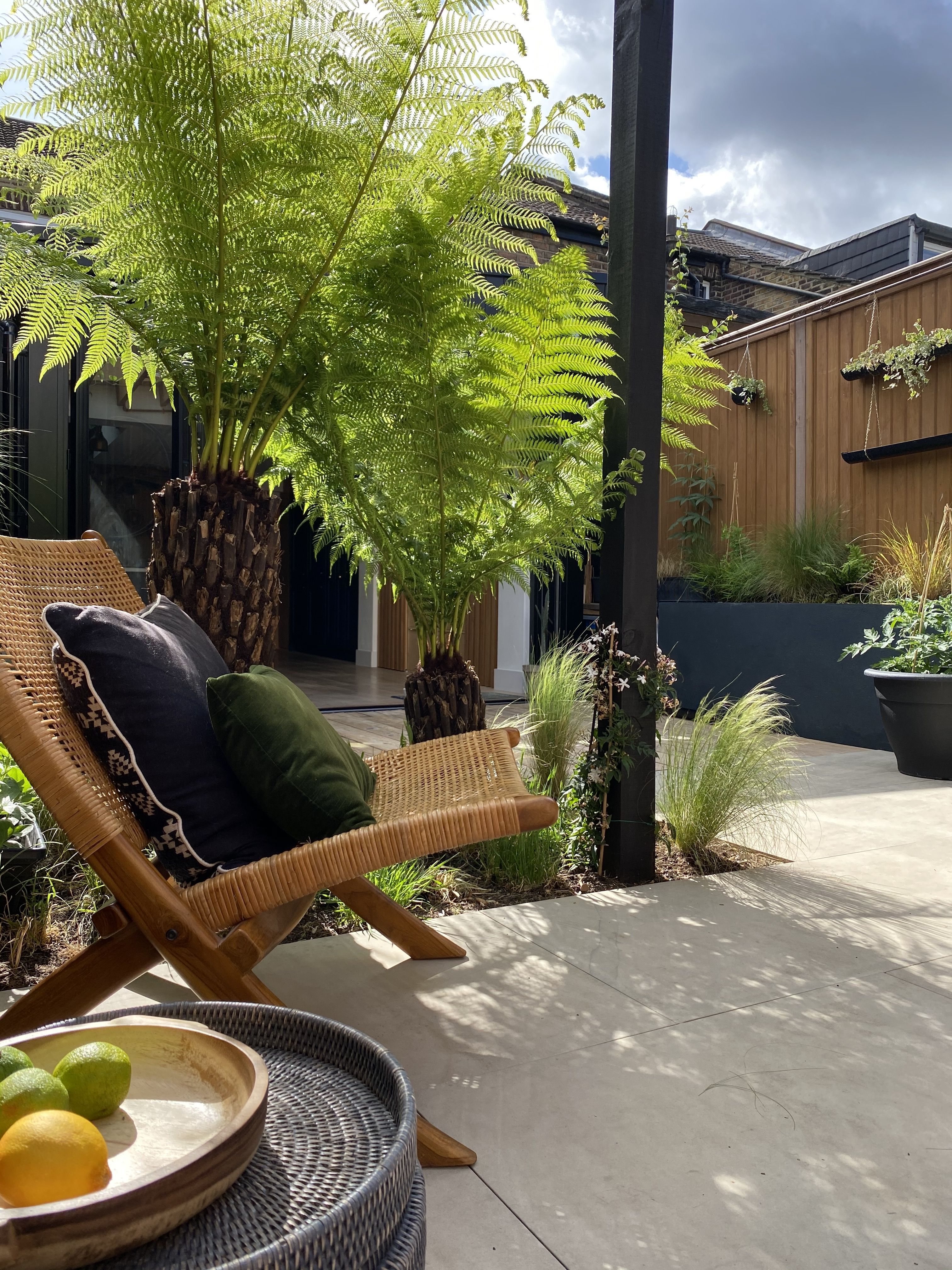 Designed Town Garden On Four Levels In Brighton Sussex Two Paved Patio Areas Are Separated By A Deck And A Circular Lawn Tiered Garden Deck Garden Hardscape