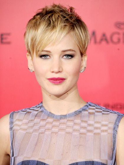 Jennifer Lawrence | 10 hairstyles that make you look 10 years younger http://aol.it/1dth8Ze