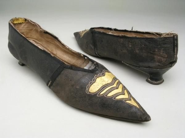 Shoes | England | 1790-1805 | silk, linen, kid | Manchester Art Gallery | Accession #: 1947.929