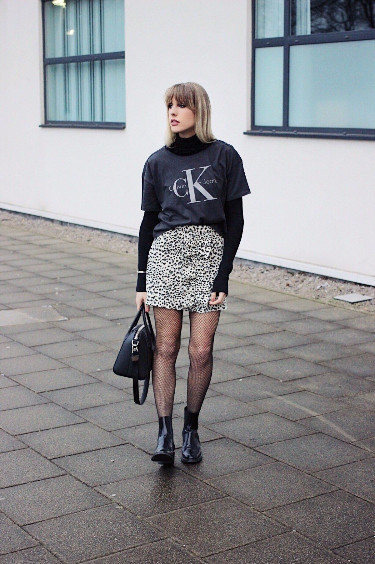 Styling Leopard Print Minimalist Outfit