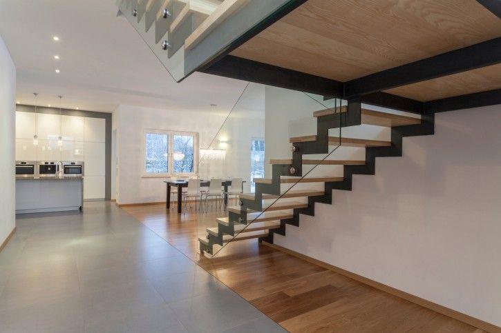 Treppen Mit Glasgeländer offenen riser mit glas geländer und schwarzen stringer treppe 30