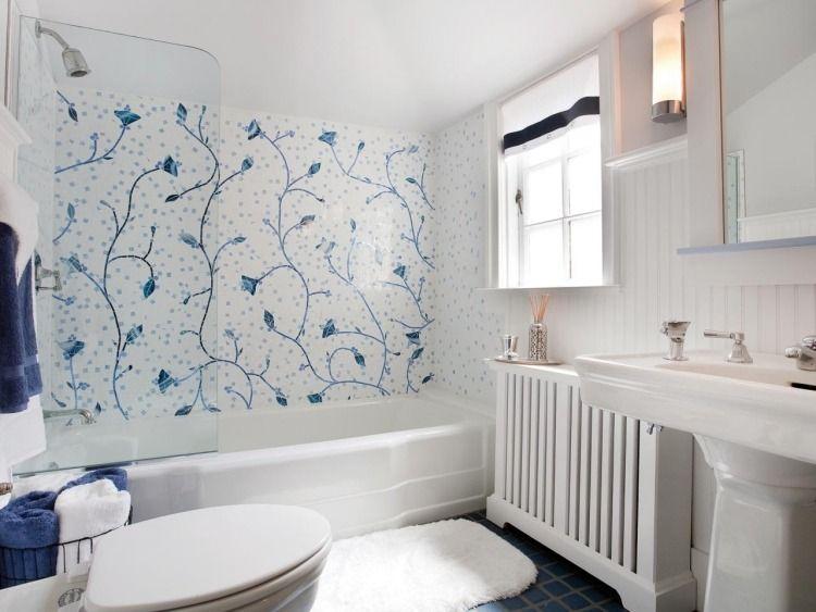 Akzent neben der Badewanne - Mosaik Fliesen mit floralem Muster - fliesen f rs badezimmer