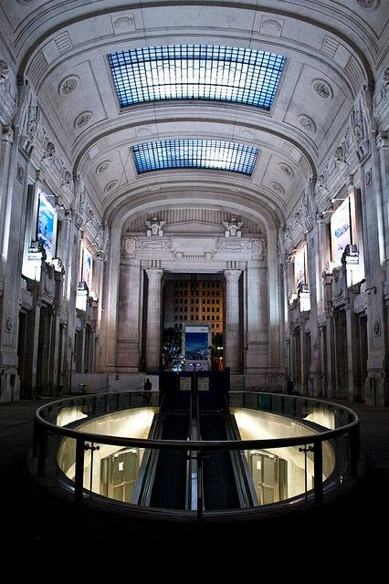 La stazione di Milano Centrale by enrico graziadio, restyling con l'inserimento di una serie di negozi. #Station #Milan #Expo2015 #WorldsFair