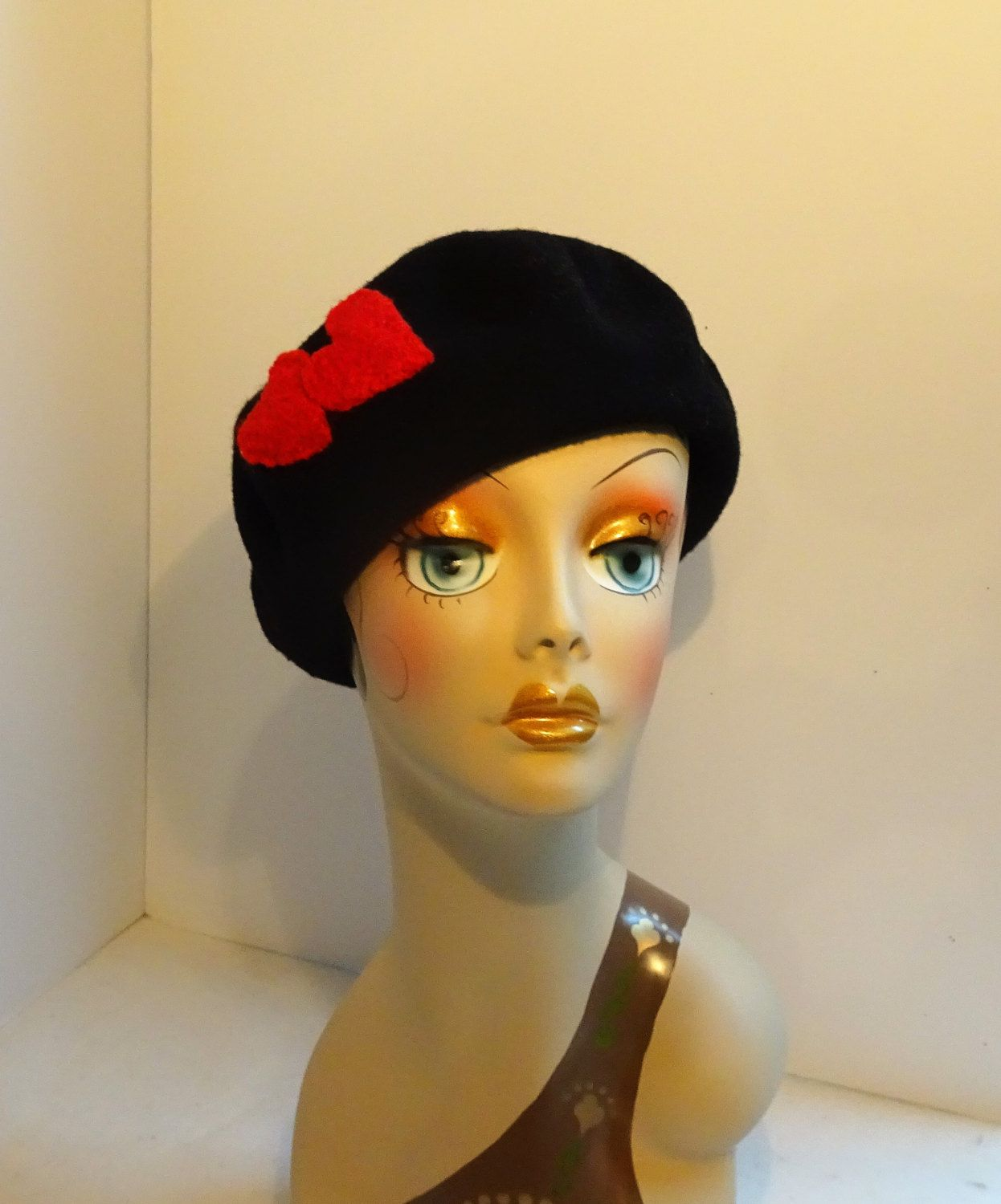 bbabcb73a6715 French Beret Valentine Look Black Wool With Red Hearts by MMMHats on Etsy