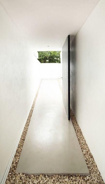 Pin de giselle lima em portas em 2019 casa bunker for Casa minimalista lima