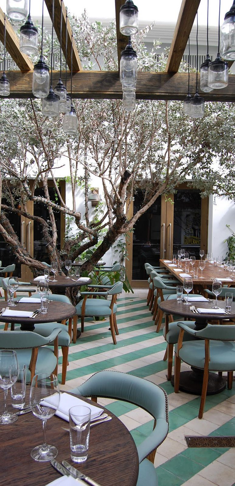 Cecconi's, Miami | Discover the best places to eat with contemporary interior design. These best restaurants are also known for their restaurant interior.