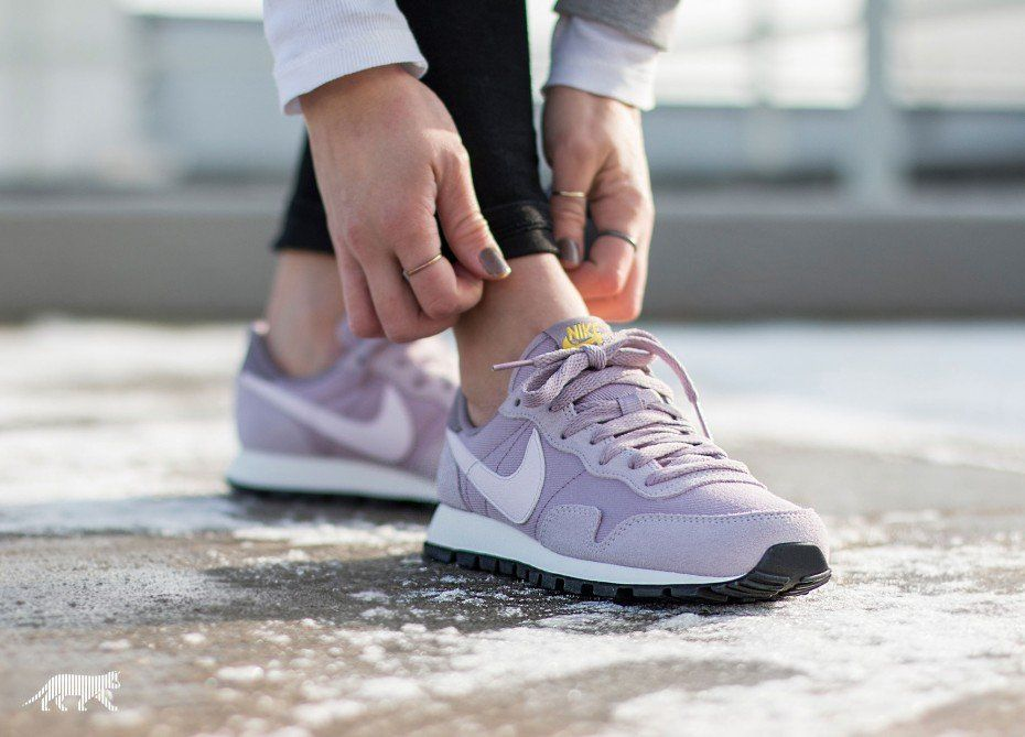 Nike Air Pegasus 83 lila
