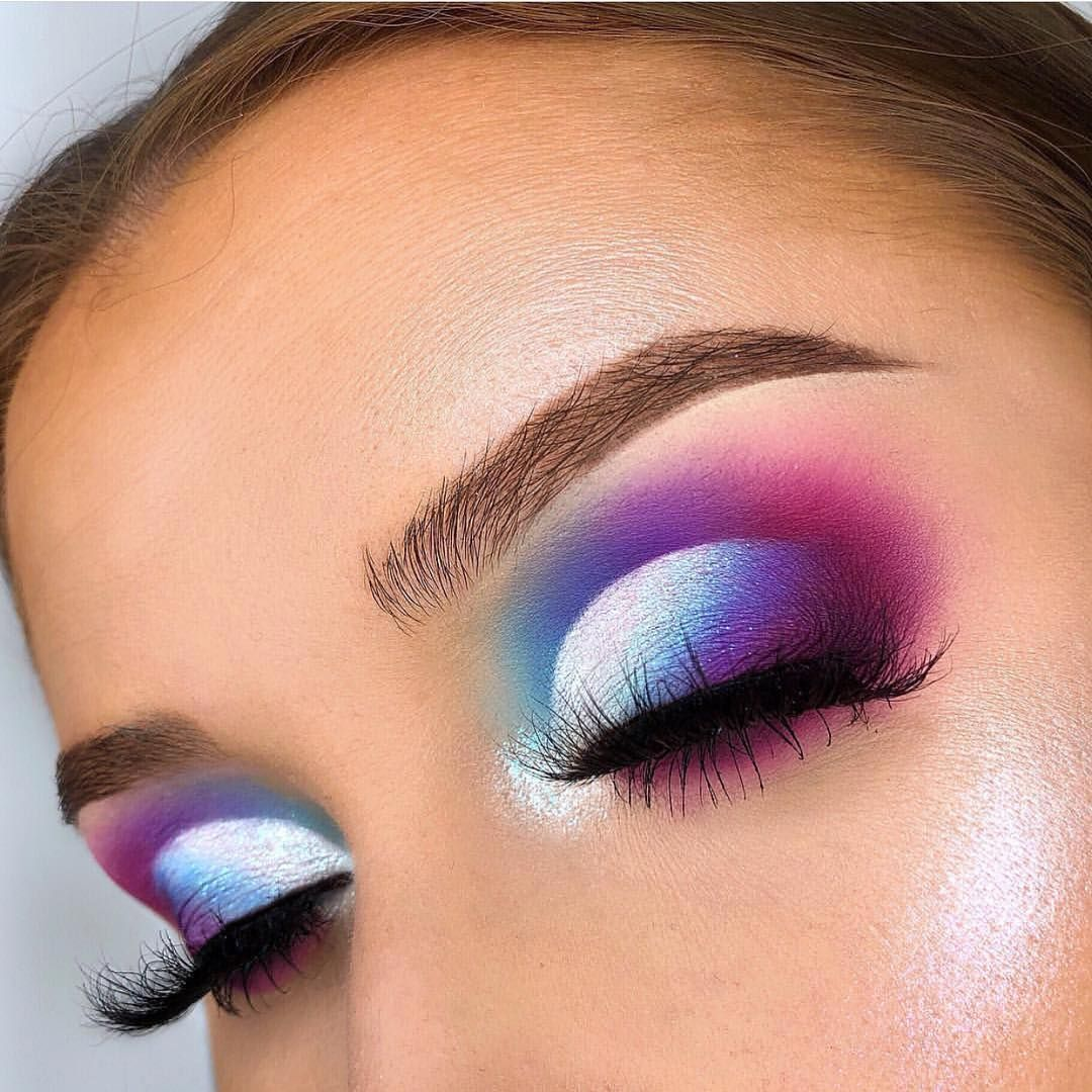 29 Colourful makeup looks the easiest way to update your look - stunning makeup ideas . #eyemakeup #makeup #eyes #beauty