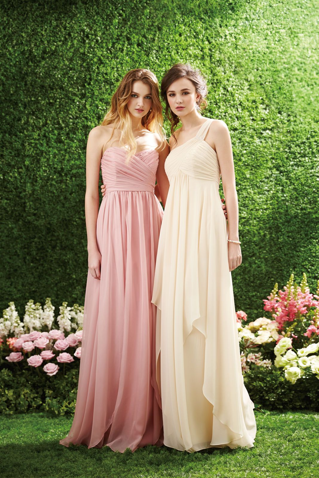 Bridesmaid dresses, I like the idea of having the Maid of Honour in ...