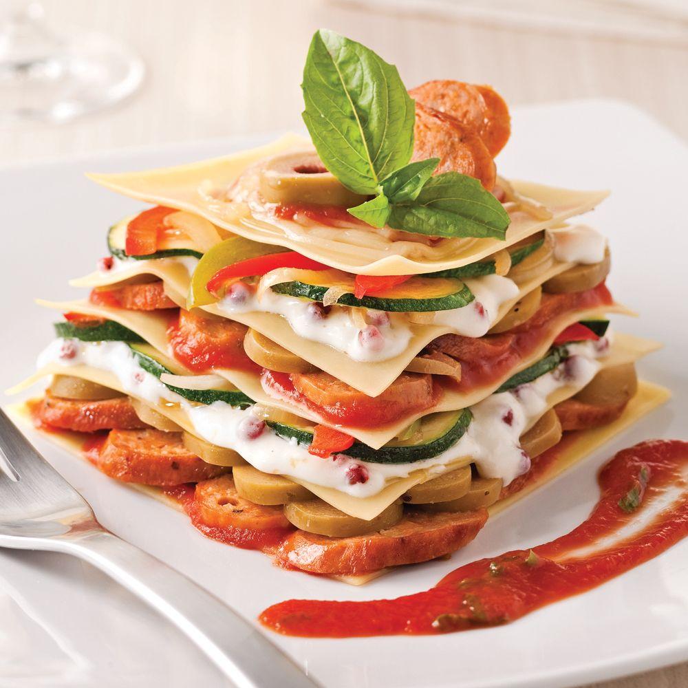 Lasagne minute aux saucisses italiennes et olives vertes.