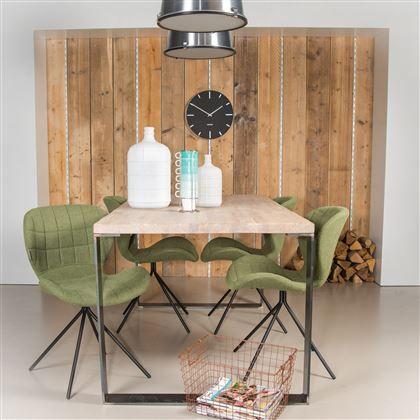 Gezellige eetkamer met stoelen en tafel van Zuiver