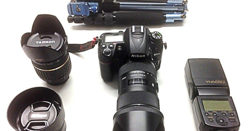 Meinem bescheidenen Fotoblog hab ich heute eine neue Seite hinzugefügt:Fototasche Ein Blick auf meine Ausrüstung mit der ich meistens unterwegs bin. Manchmal darf auch mein iPhone als Kamera herhalten und als Bilderlieferant dienen.