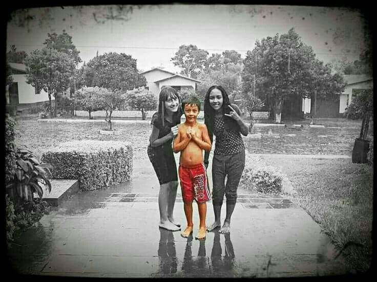 Brincadeira de criança como é  bom e inesquecível  ainda mais na chuva ,o Bernardo é foi e será eternizado pelo NOSSO PAI, sua trágica morte elevou!  Sua passagem para a outra y foi recebido com muito AMOR E ACOLHIMENTO. TI AMAMOS BERNARDO FILHO❤😢! 30junho2016