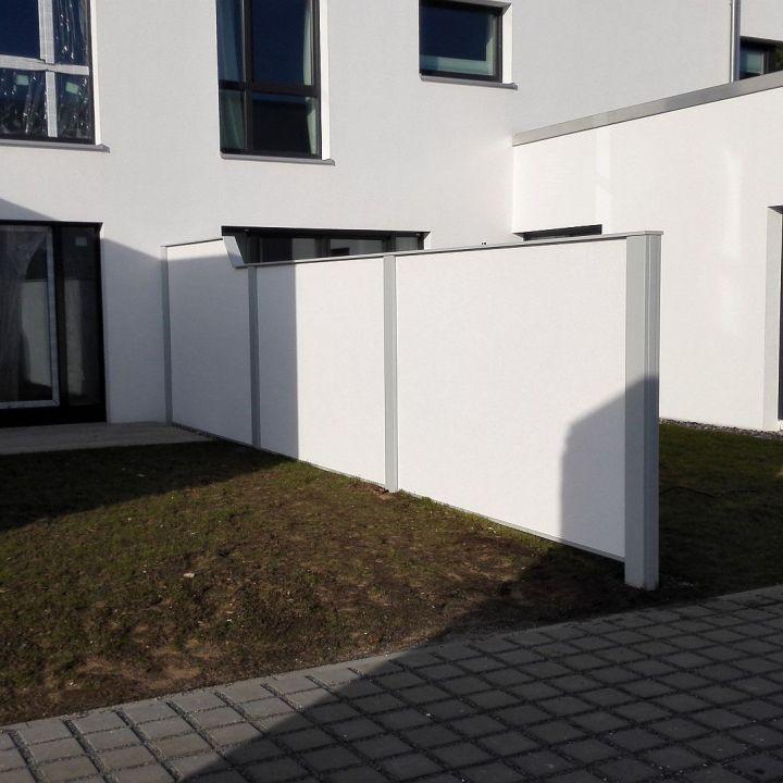 Gartenbau, verputzte Umfriedung, Aufbau Sichtschutz, Lärmschutzmauer