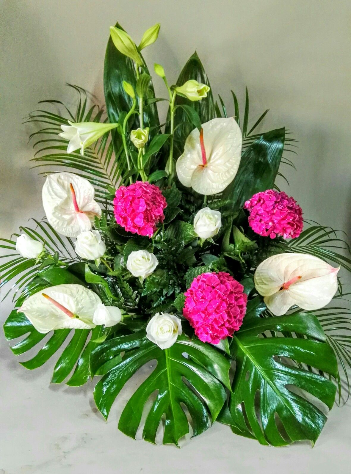 Centro De Rosas Anthurium Y Hortensias Arranjos Florais