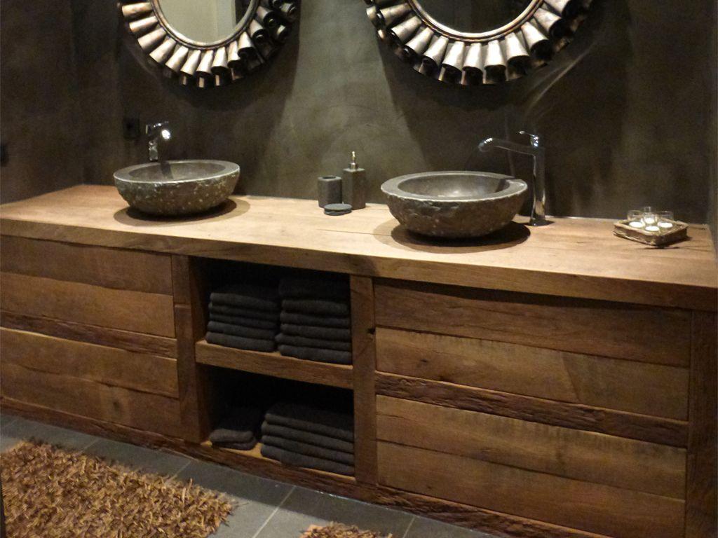 Wie hout in de badkamer wil hebben moet zeker de badkamermeubels van