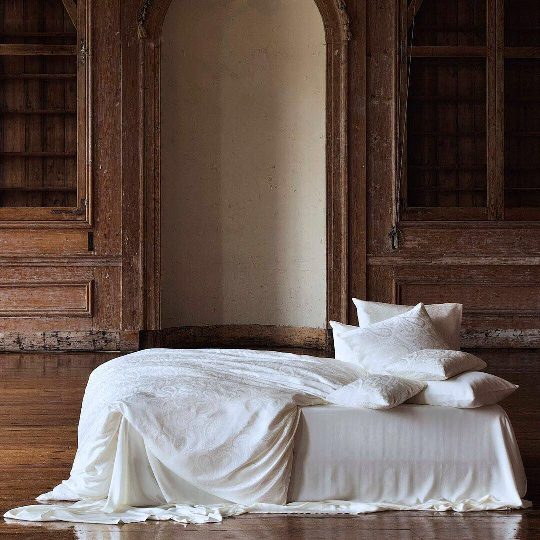 Wake Up In Luxe Every Day Luxury Nights Paisley Christianfischbacher Classicdecor Sleeping Bettwäsche Cozy Bedcover Classic Decor Home Luxury
